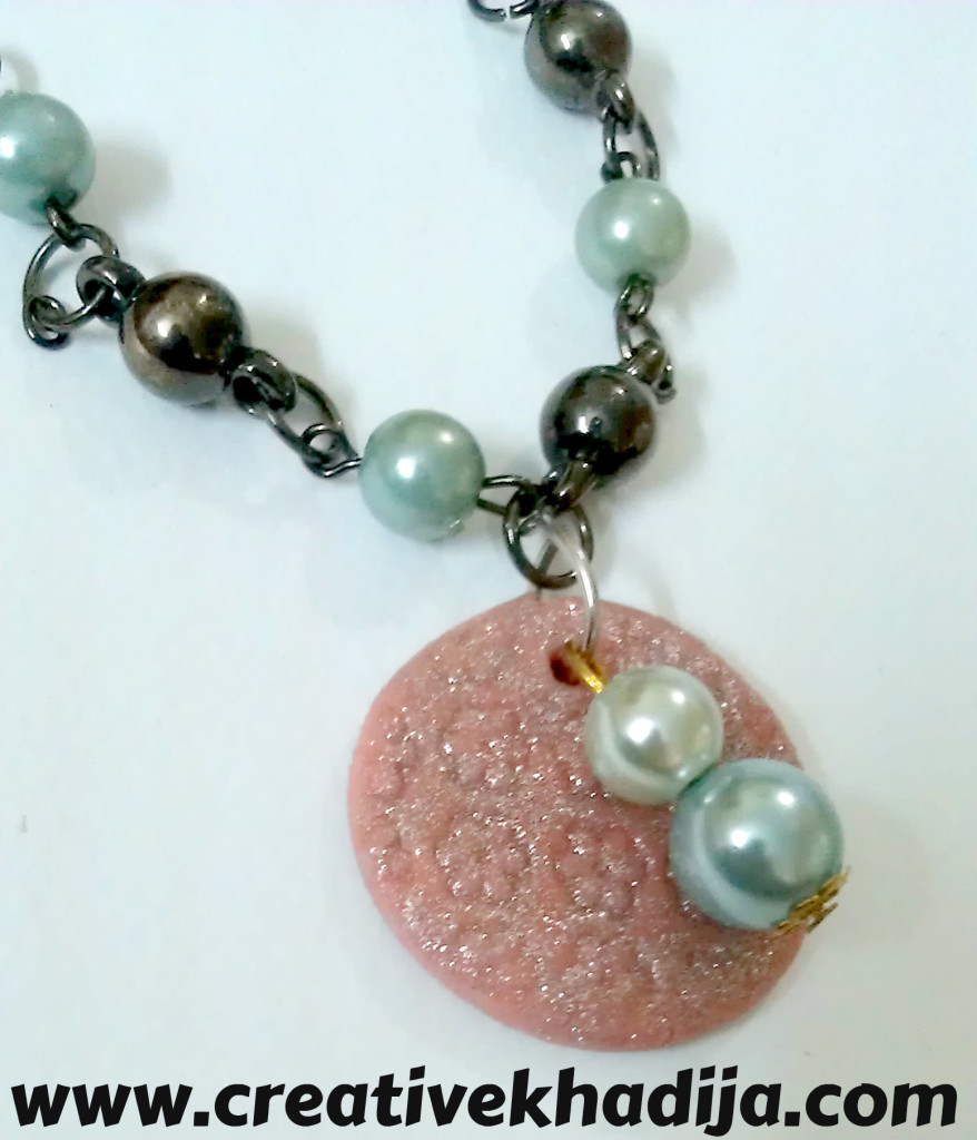 charm-pearls-bracelet-making-878x1024