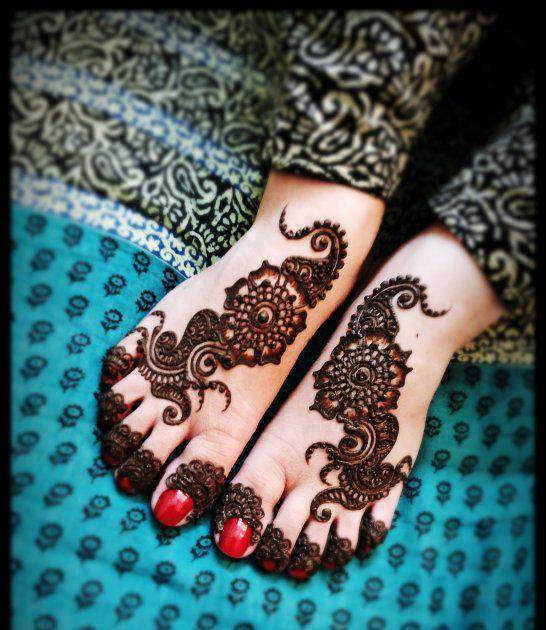 detailed mehndi design for feet
