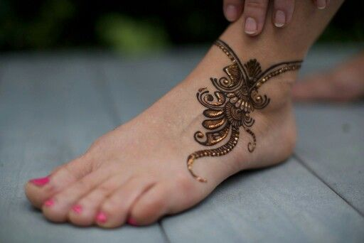simple anklet mehndi design for eid