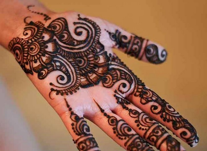 traditional mehndi design for eid