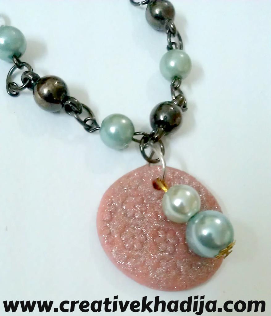 charm-pearls-bracelet-making-878x1024