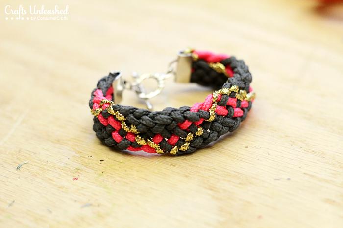 DIY-chunky-paracord-bracelet