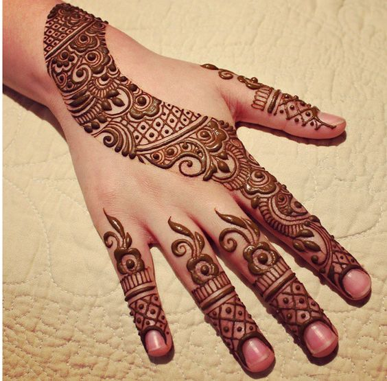 curved mehndi design for eid