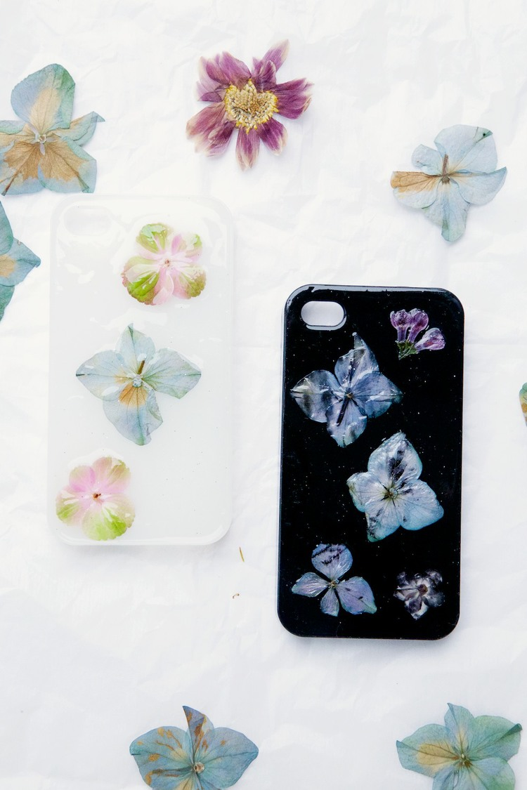 DIY pressed flower phone cover
