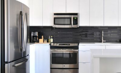 https://creativekhadija.com/wp-content/uploads/2019/04/kitchen-cleaning-tips-hacks-you-should-work-before-ramadan-how-to-clean-stainless-steel-appliances-400x240.jpg