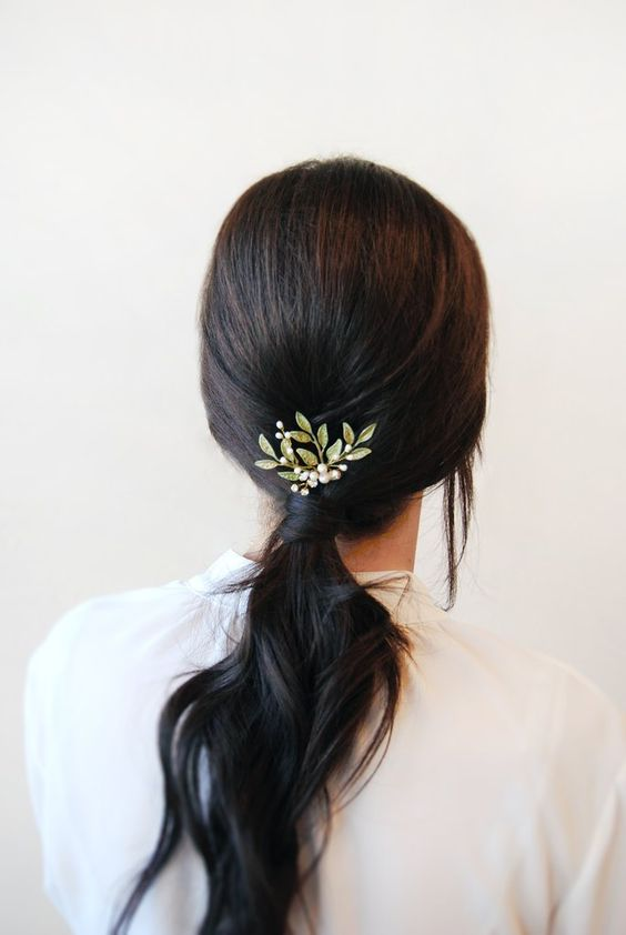 beautiful hairstyles with floral hair pins 1