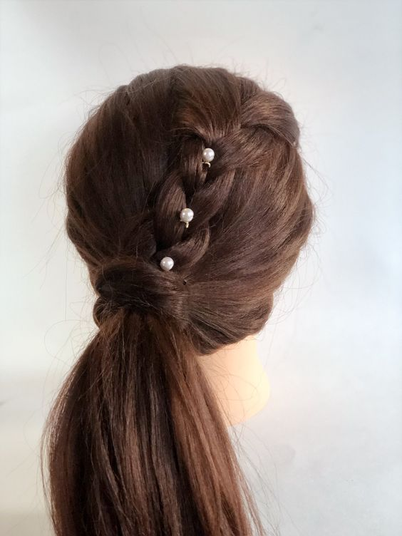 pearl bobby pins with loose hair hairstyle 1
