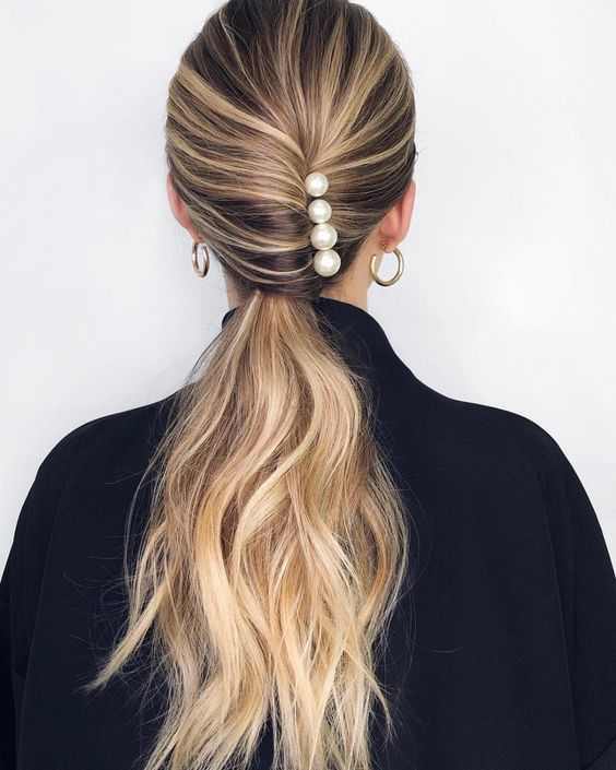 pearl bobby pins with loose hair hairstyle 10