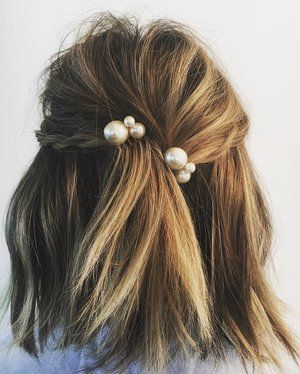 pearl bobby pins with loose hair hairstyle 11