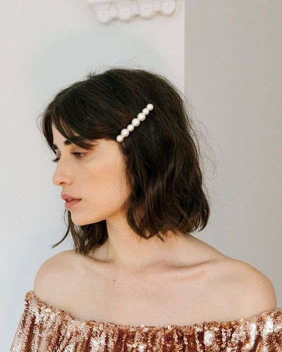 pearl bobby pins with loose hair hairstyle 13