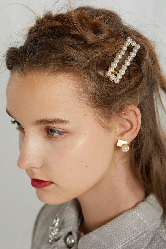 pearl bobby pins with loose hair hairstyle 14