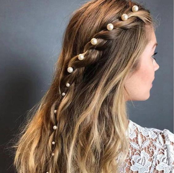 pearl bobby pins with loose hair hairstyle 17