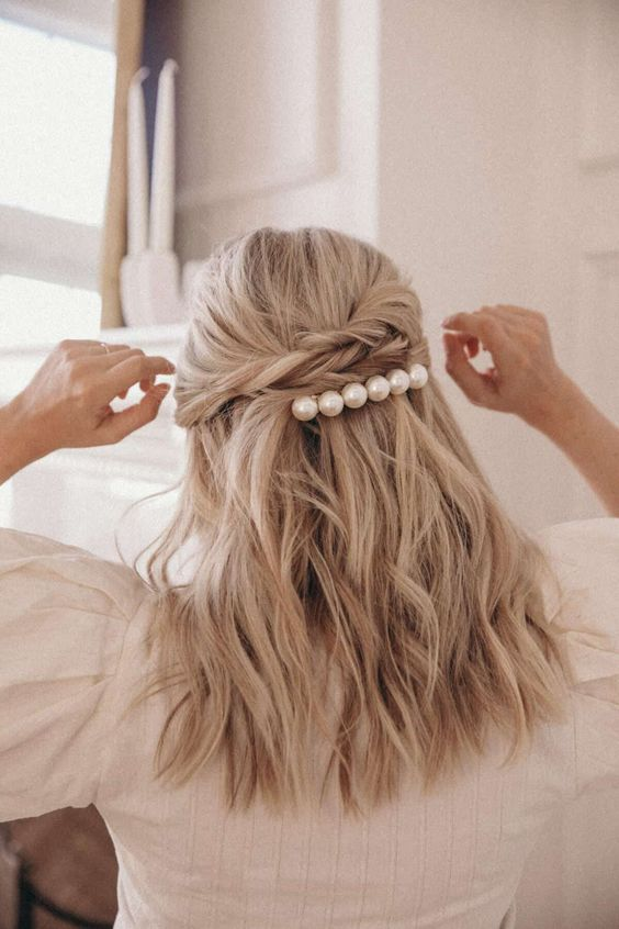 pearl bobby pins with loose hair hairstyle 18