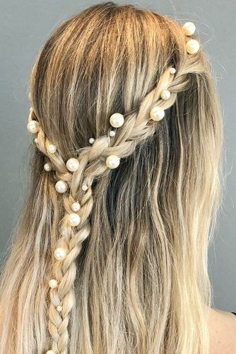 pearl bobby pins with loose hair hairstyle 19