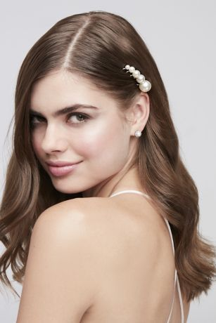 pearl bobby pins with loose hair hairstyle 3