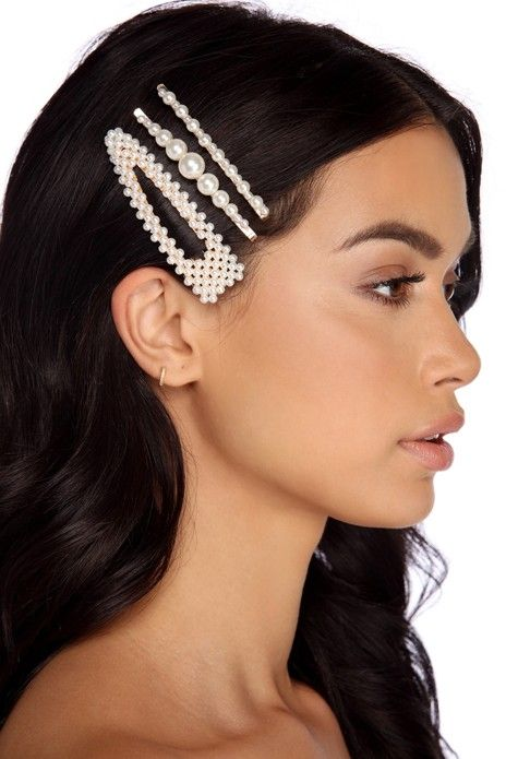 pearl bobby pins with loose hair hairstyle 4
