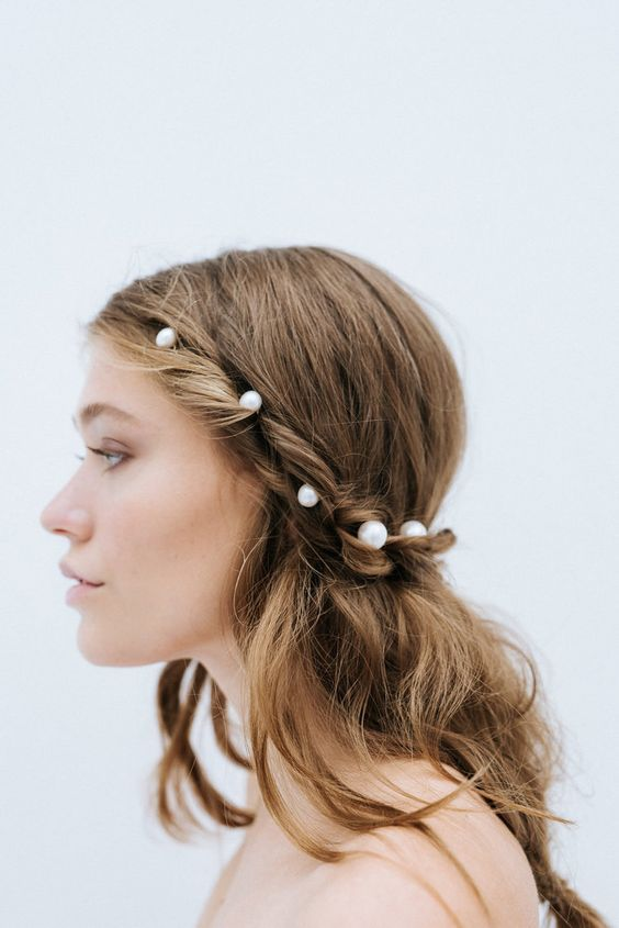 pearl bobby pins with loose hair hairstyle 5