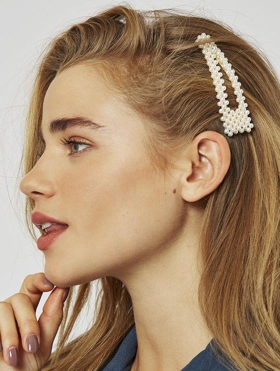 pearl bobby pins with loose hair hairstyle 7