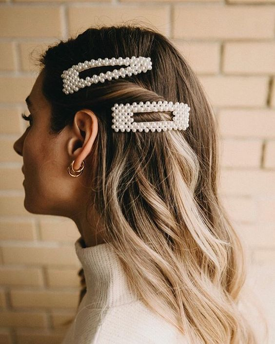 pearl bobby pins with loose hair hairstyle 8