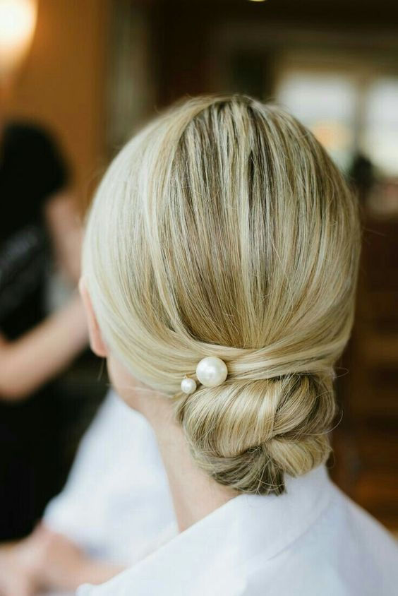 pearl hair pins with updo hairstyles 16