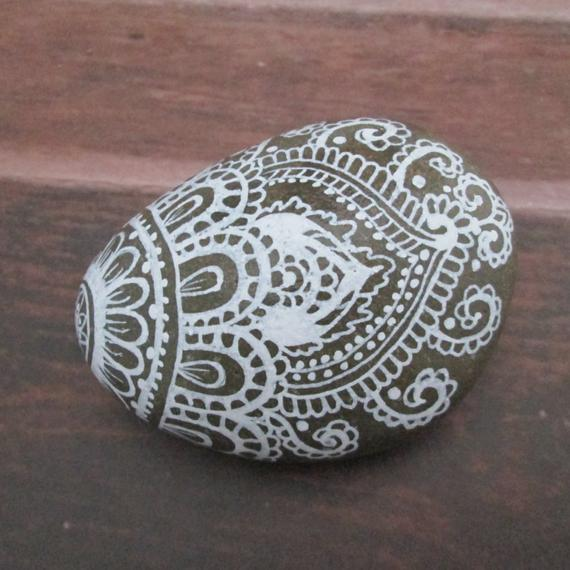 creative ideas using henna patterns in crafts paper weight