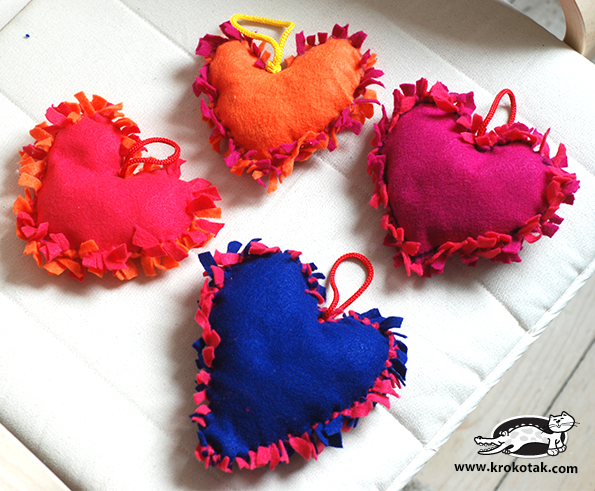 17 easy sewing projects for kids heart cushions