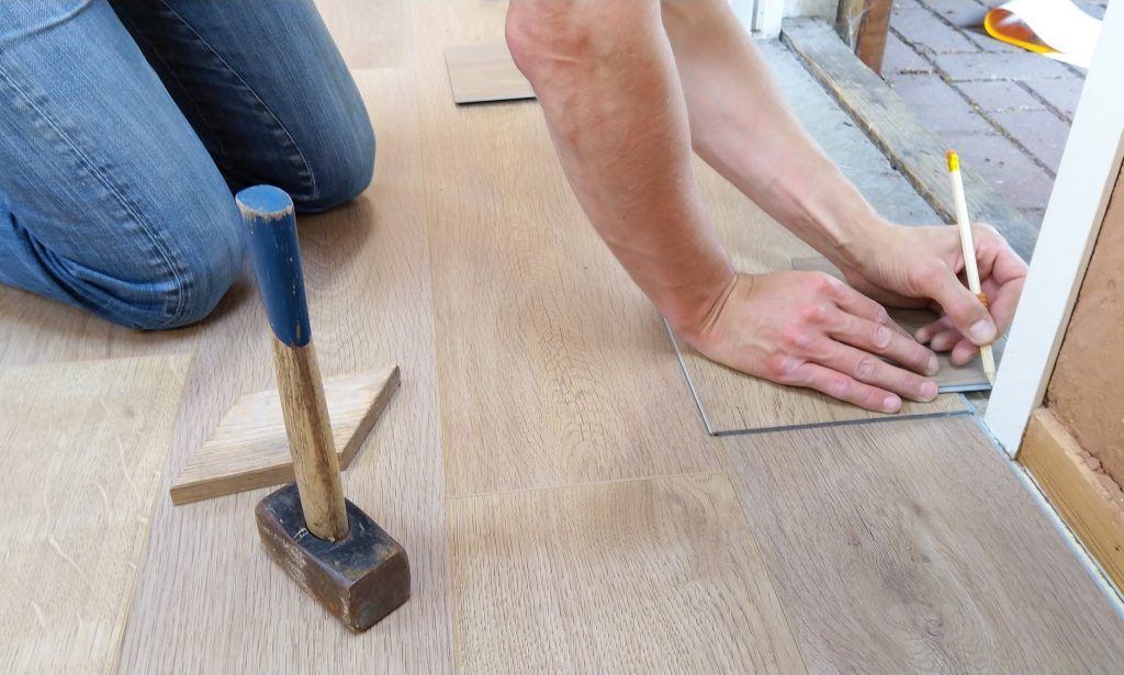 5 Unique ideas for real wood flooring at Workplace and in the house