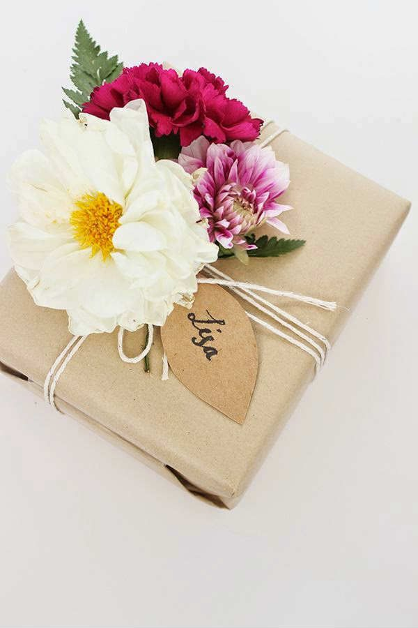 creative ideas for wrapping presents floral decor present