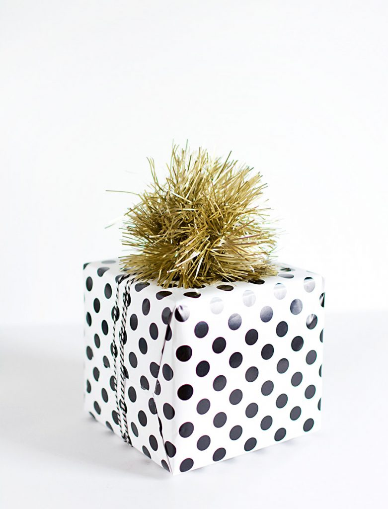 gift basket ideas for eid ul fitar 2020 tinsel topper