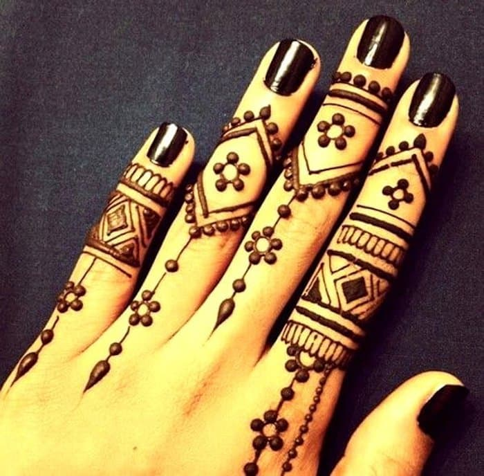 41 mehndi designs for Eid to try this year for fingers 5