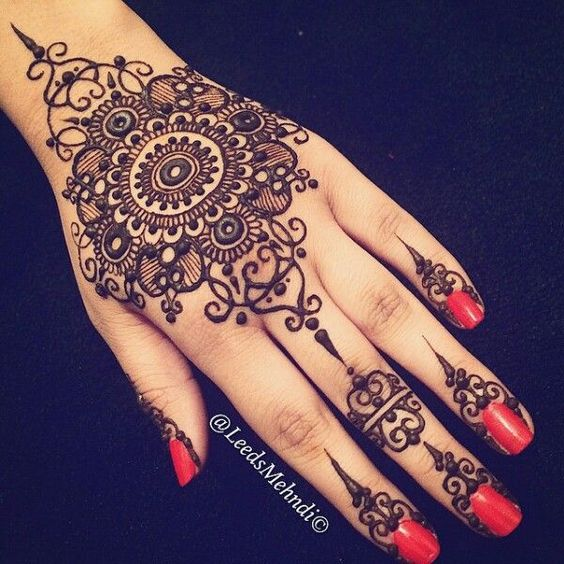 41 mehndi designs for Eid to try this year mandala designs 5
