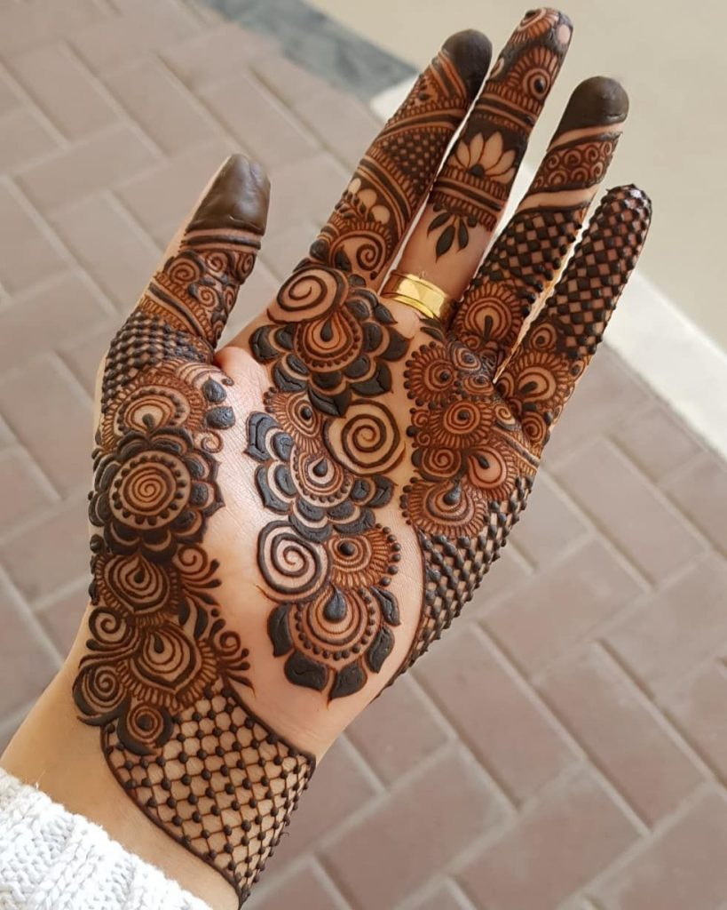 41 mehndi designs for Eid to try this year heavy designs 2