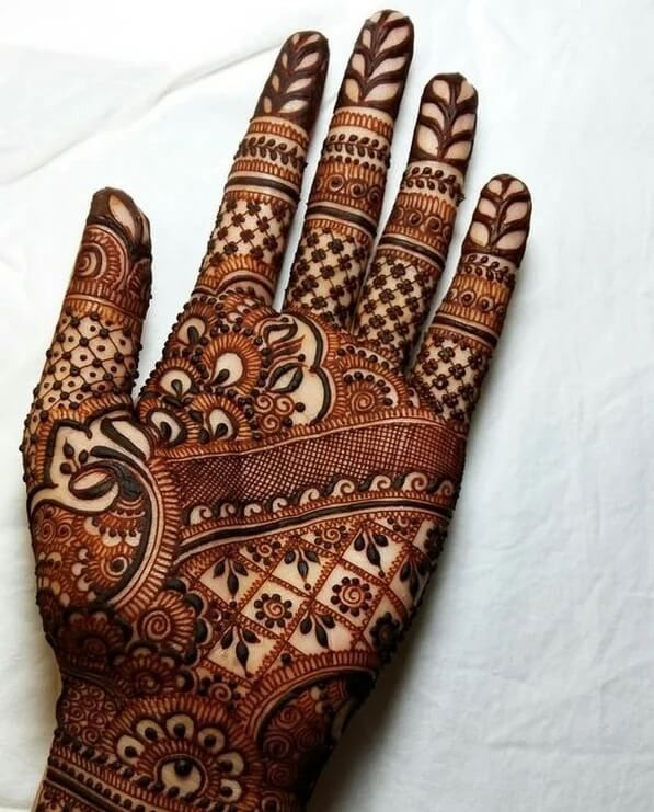 41 mehndi designs for Eid to try this year heavy designs 3