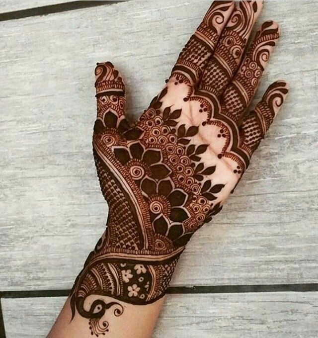 41 mehndi designs for Eid to try this year heavy designs 6