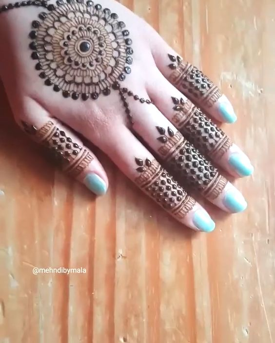 41 mehndi designs for Eid to try this year mandala designs 1
