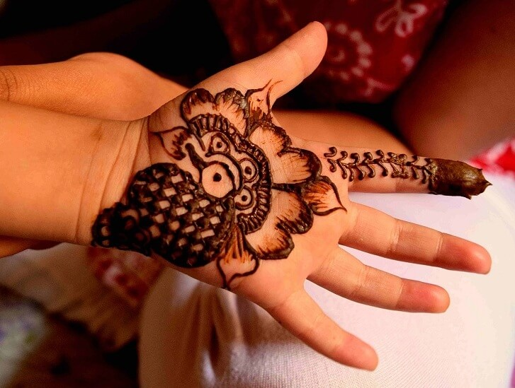 41 mehndi designs for Eid to try this year for kids 2