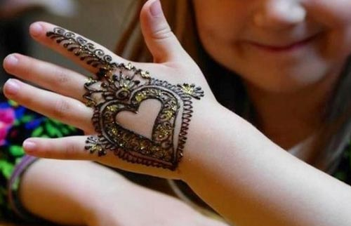 41 mehndi designs for Eid to try this year for kids 6