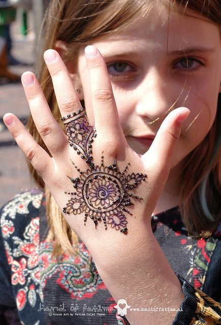 41 mehndi designs for Eid to try this year for kids 7