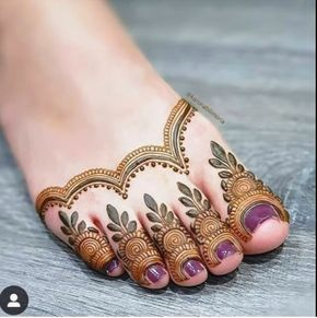 41 mehndi designs for Eid to try this year for feet 1
