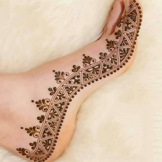 41 mehndi designs for Eid to try this year for feet 2