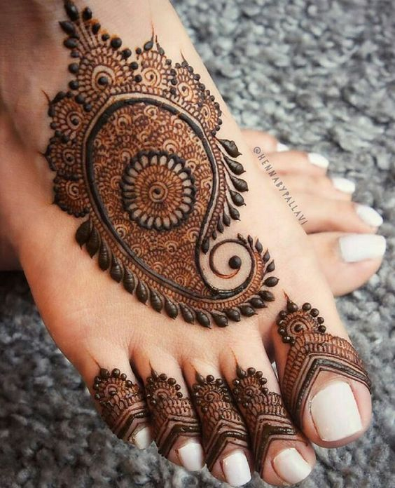 41 mehndi designs for Eid to try this year for feet 3