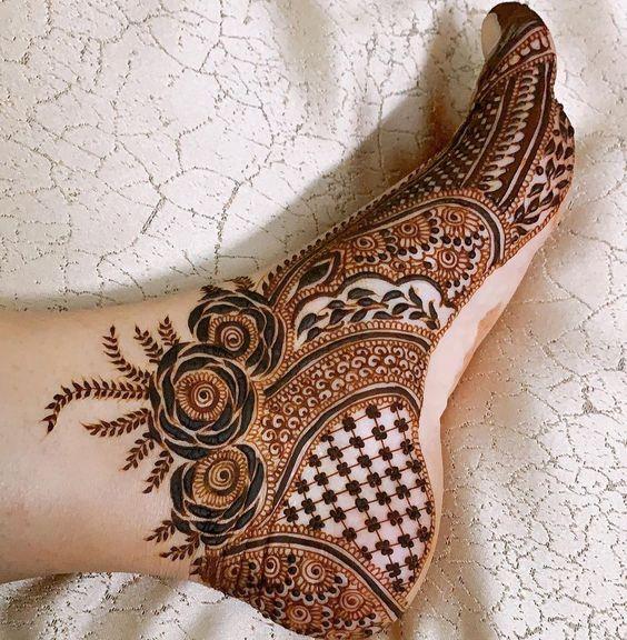 bridal mehndi for feet flower design