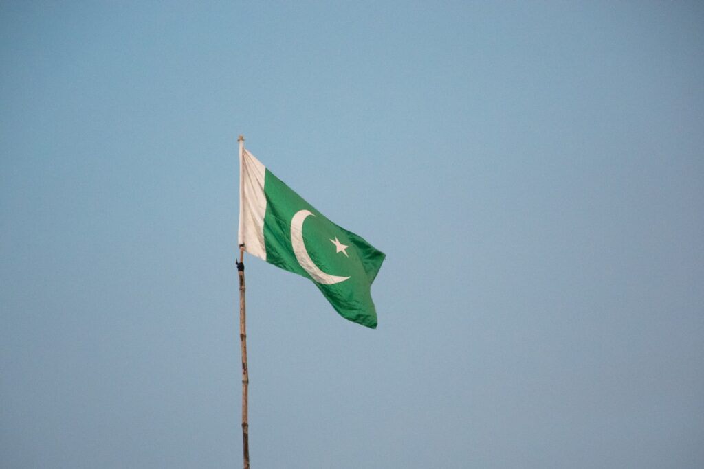 creative things to do for independence day flag hoisting